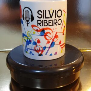 Caneca Oficial do Silvio Ribeiro Locutor - Logotipo com Cifras - by Bordado & Cia - @bordado.cia @silvioribeirolocutor