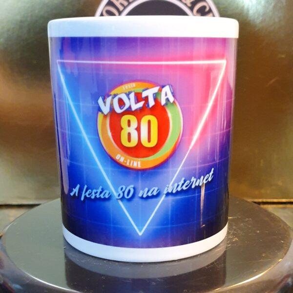 Caneca Oficial da Festa Volta 80 - Logo e Neon - by Bordado & Cia - @bordado.cia @volta80