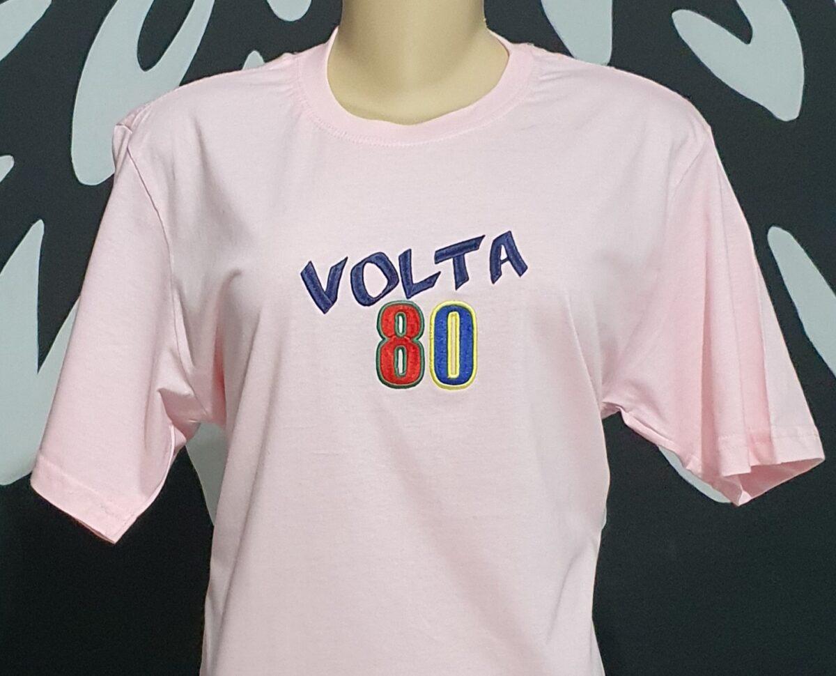 Camiseta bordada feminina - Volta 80 - Logotipo Volta 80 - by Bordado & Cia - @bordado.cia @volta80