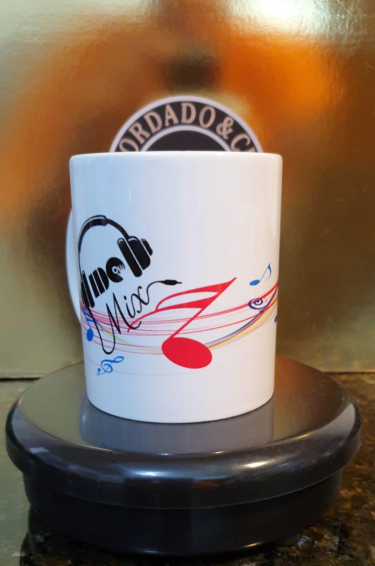 Caneca Oficial do DJ IDO MIX - Cifras Color Light - by Bordado & Cia - @bordado.cia @djidomix