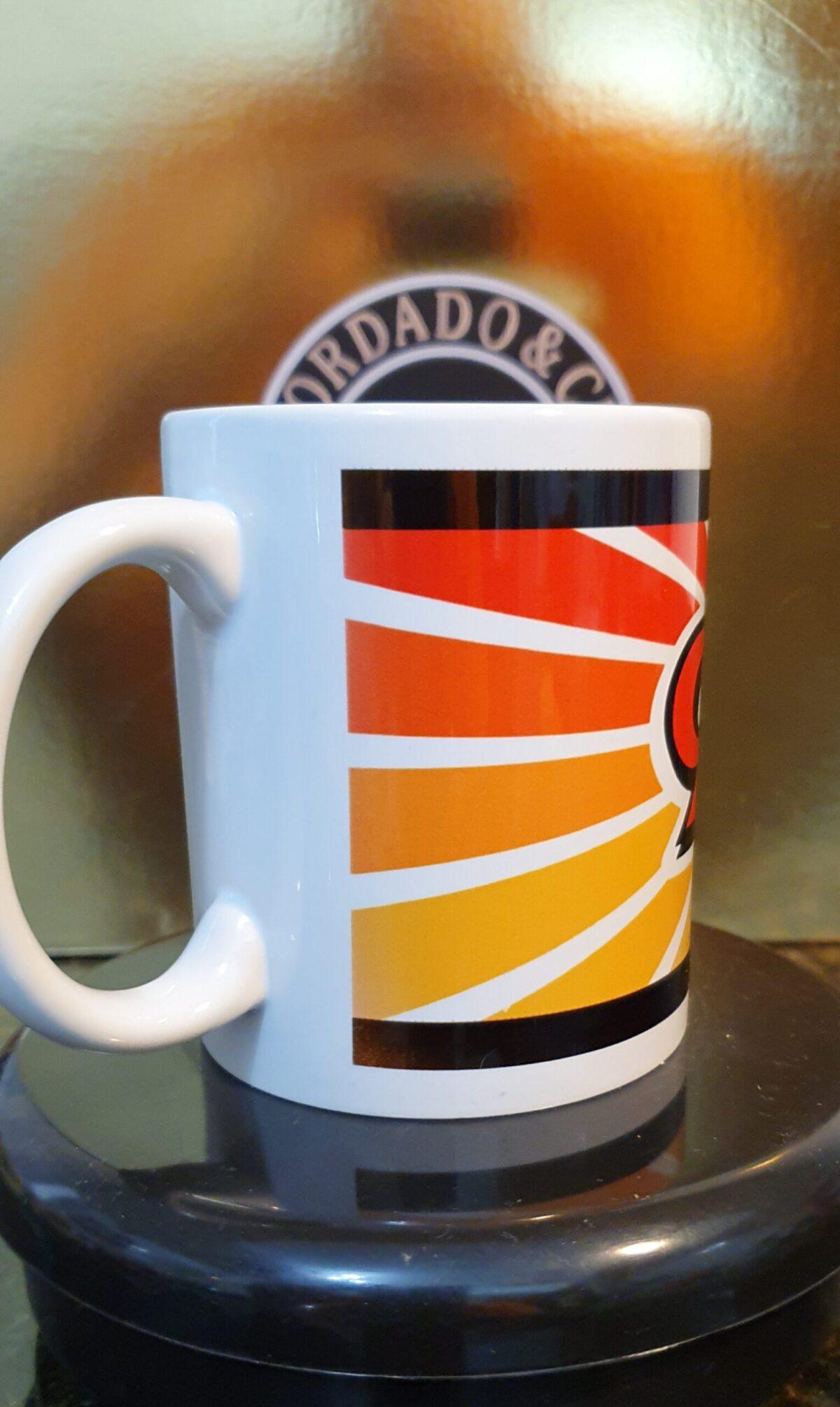 Caneca Oficial da Bordado & Cia Custom - Anos 90's - Color - by Bordado & Cia - @bordado.cia