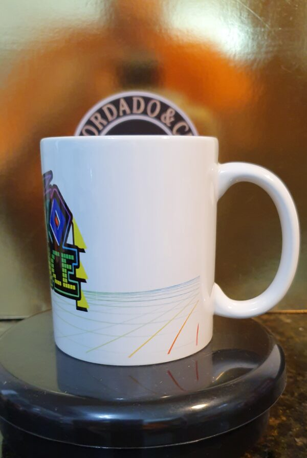 Caneca Oficial da Bordado & Cia Custom - Anos 90's - Eurodance - by Bordado & Cia - @bordado.cia