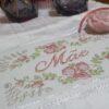"""Cesta Dia das Mães """"Amor de Mãe"""" by Bordado & Cia - @bordado.cia"""
