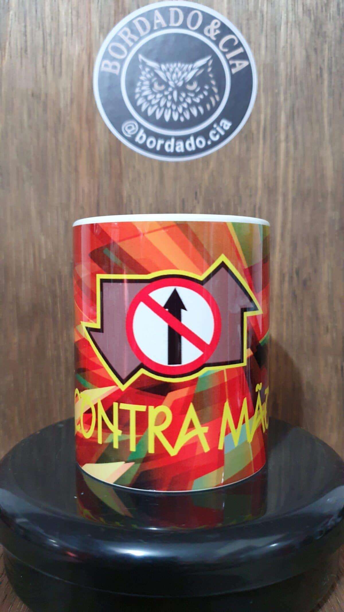 Caneca Oficial Contra Mão - Color - by Bordado & Cia - @bordado.cia; @dj.vadao; @danceteriacontramao; #danceteriacontramao