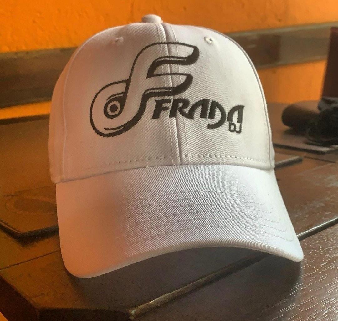 Boné Bordado do DJ FRADA by Bordado & Cia - @bordado.cia; @djfrada